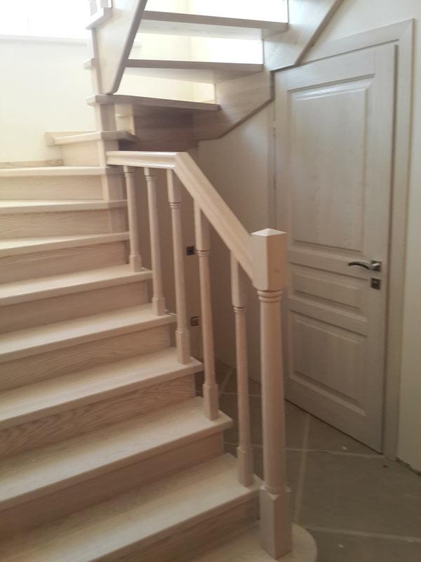 Балясины для лестниц из дуба, бука, ясеня, сосны